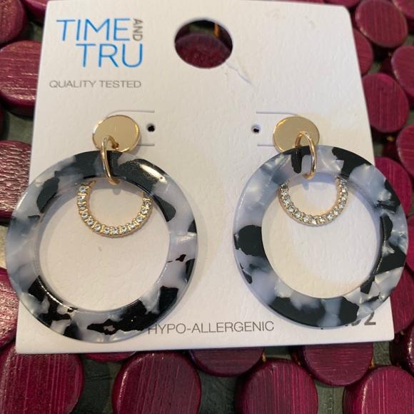 Time and Tru black n white resin earrings. New